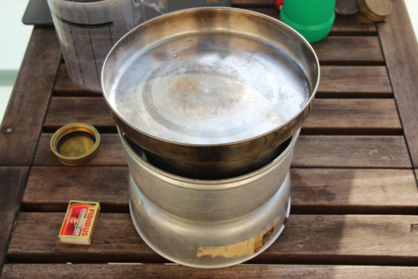 Brennvorgang mit Trangia Spirituskocher Sturmkocher-Set