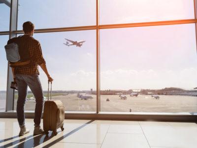 Günstig in den Urlaub fliegen – Wann sollte man Flüge buchen?