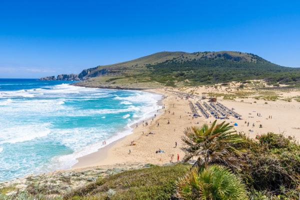 "Cala Mesquida, Mallorca von Simon Dannhauer auf <a href=""https://www.shutterstock.com/"">Shutterstock</a>"
