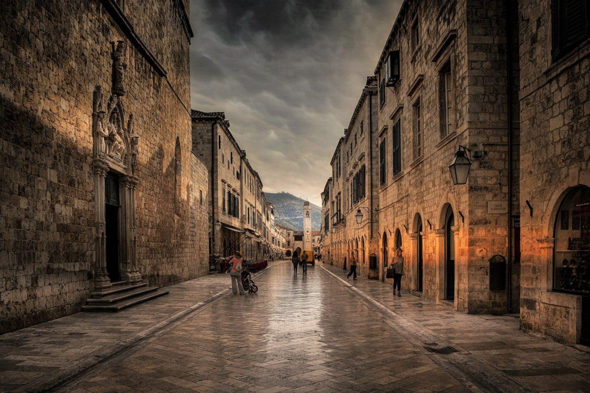 """Dubrovnik von <a href=""""https://pixabay.com/de/users/Photos_kast-11966122/?utm_source=link-attribution&utm_medium=referral&utm_campaign=image&utm_content=4169379"""">Ioannis Ioannidis</a> auf <a href=""""https://pixabay.com/de/?utm_source=link-attribution&utm_medium=referral&utm_campaign=image&utm_content=4169379"""">Pixabay</a>"""