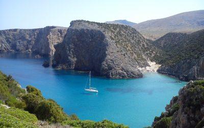 Yachtcharter Sardinien: Segelyacht mieten und Traumrouten entdecken