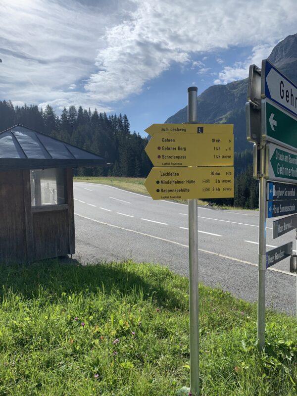 Hinweisschild am Ortseingang Gehren – Hier beginnt die Wanderung
